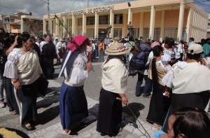 1-warmis toman plaza Cotocachi